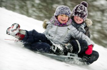 children_sledding_heiloo_netherland_542450141.1024x0